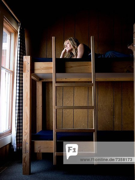 liegend  liegen  liegt  liegendes  liegender  liegende  daliegen  Frau  Bett  hoch  oben
