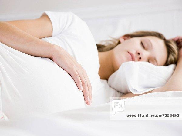 schwangere Frau schlafen