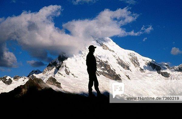 stehend  Berg  Mann  Silhouette  frontal  Berggipfel  Gipfel  Spitze  Spitzen