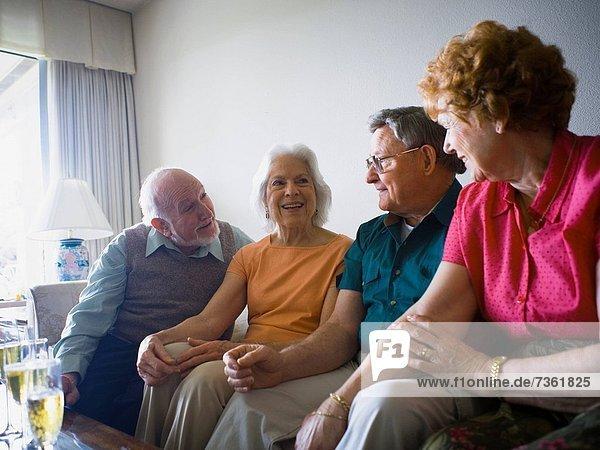 Senior Senioren Zusammenhalt lächeln 2