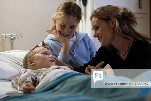 Junge - Person  Schwester  Krankenhaus  Mutter - Mensch