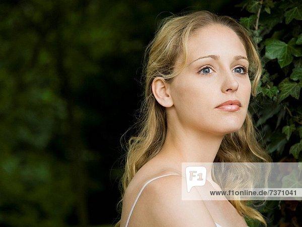 Außenaufnahme Portrait Frau freie Natur