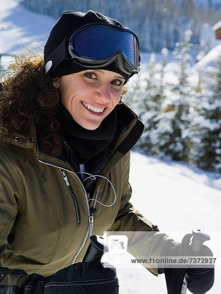 Außenaufnahme  Frau  Winter  Skibrille  Schutzbrille  Ski  freie Natur
