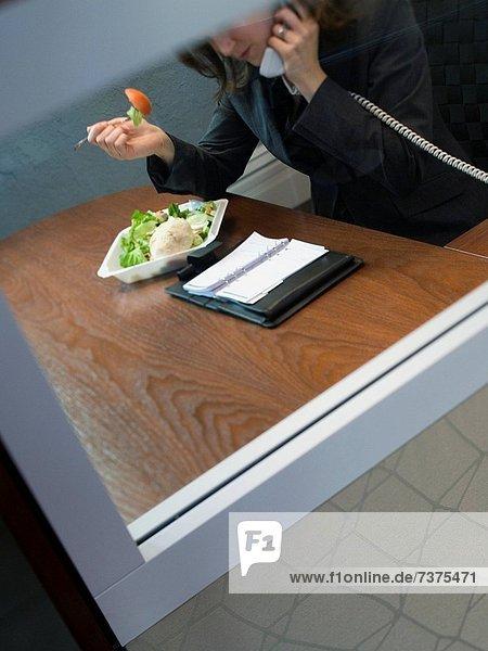 hoch  oben  Geschäftsfrau  sprechen  Telefon  Ansicht  Flachwinkelansicht  Winkel