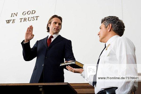 niedrig  über  Ansicht  Flachwinkelansicht  Fluchen  Winkel  Bibel  Trauzeuge