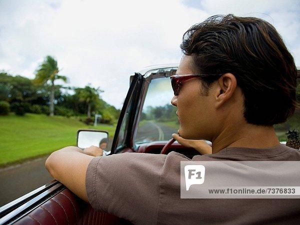 Mann  Auto  fahren  jung