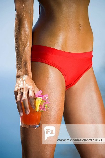 Frau  Bikini  rot