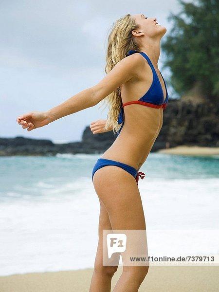 Profil  Profile  stehend  Frau  Strand  jung