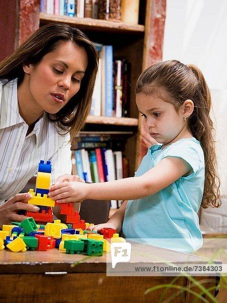Gebäude  jung  Tochter  Mutter - Mensch  spielen