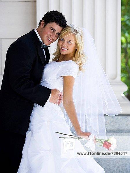 Frisch verheirateten Braut und Bräutigam