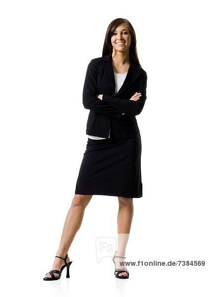 Geschäftsfrau stehend mit Händen auf Hüfte
