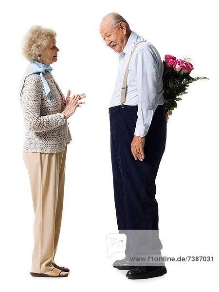 Blumenstrauß  Strauß  Mann  geben  Ehefrau  pink  Rose  alt