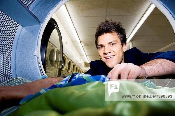 Föhn  Mann  Kleidung  innerhalb  Waschsalon