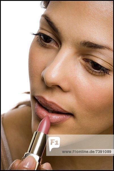 eincremen  verteilen  Frau  Lippenstift  Close-up  close-ups  close up  close ups  auftragen