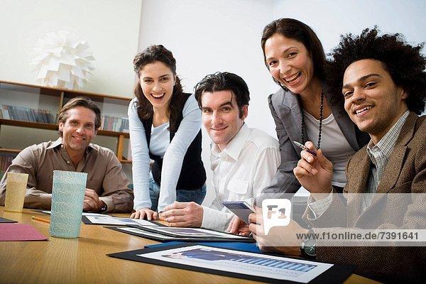 einsteigen  Mensch  Menschen  Zimmer  Geschäftsbesprechung  Besuch  Treffen  trifft  Business