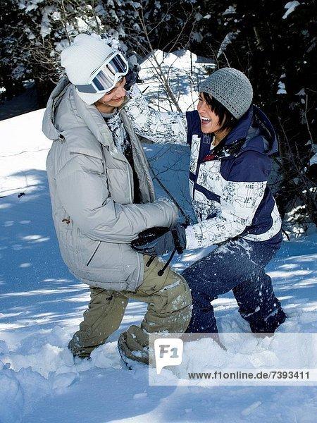 Kampf  Spiel  jung  Schnee