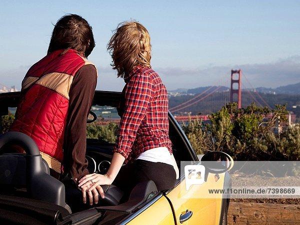 Vereinigte Staaten von Amerika, USA, entfernt, sitzend, sehen, Auto, Cabrio, jung, Kalifornien, Golden Gate Bridge, San Francisco