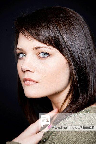 Studio Portrait einer jungen Frau