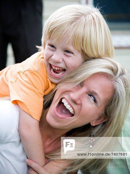 lachen  Sohn  Mutter - Mensch