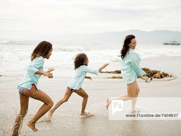 Vereinigte Staaten von Amerika USA Strand rennen Tochter Mutter - Mensch Kalifornien Los Angeles