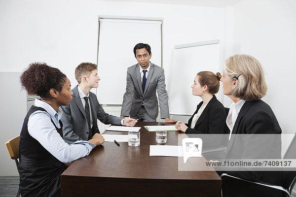 Wirtschaftsperson , Geschäftsbesprechung , Zimmer , Besuch,  Treffen,  trifft , multikulturell , Konferenz