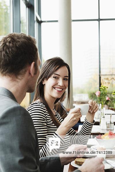 Paar beim Frühstück together†in cafe
