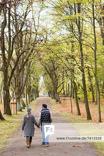 Gemeinsames Gehen im Park