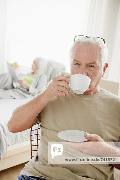 Senior  Senioren  Mann  Tasse  Morgen  Kaffee
