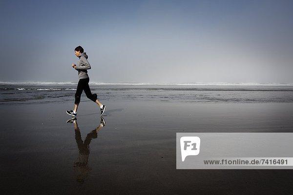 Frau  Strand  Morgen  joggen  Kanone  Oregon