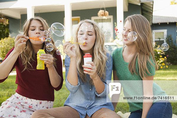 Portrait Freundschaft blasen bläst blasend Blase Blasen 3