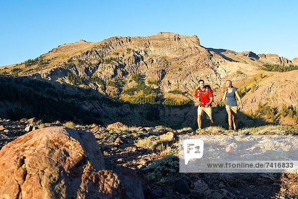 hoch  oben  Fröhlichkeit  Sommer  Abenteuer  wandern  Euphorie