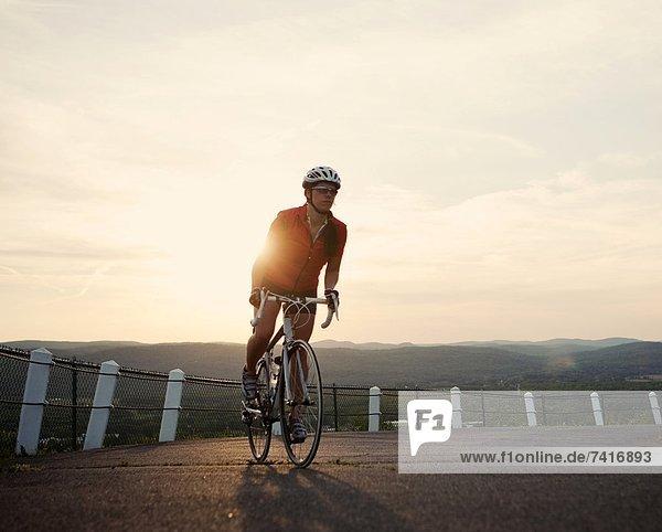 nahe  Berg  nehmen  Fahrradfahrer  Fernverkehrsstraße  hoch  oben  Ansicht  England  neu