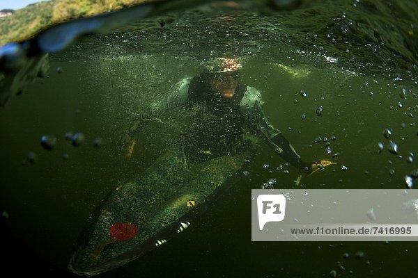 Mann  Unterwasseraufnahme  Blase  Blasen  Kajak  Ansicht  Trennung  1