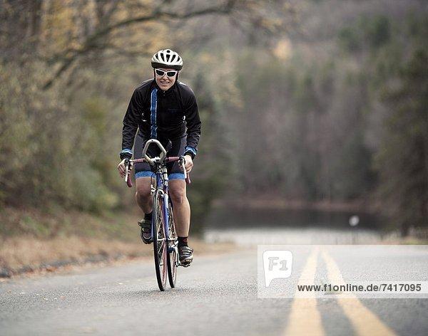 Hügel Fahrradfahrer Fernverkehrsstraße Klettern neu