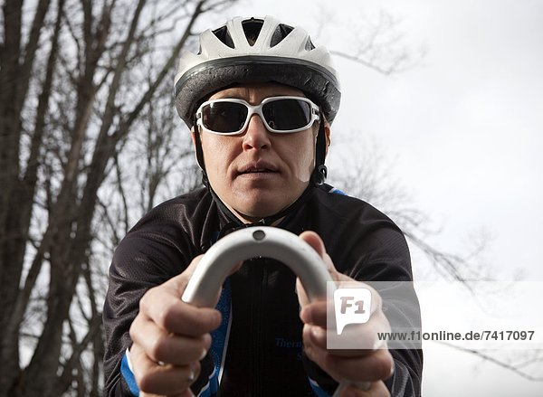 hoch  oben  nahe  fahren  Fahrradfahrer  Sonnenbrille  Triathlon