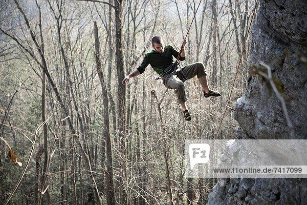 Felsbrocken  fallen  fallend  fällt  Seil  Tau  hängen  Klettern  Ende
