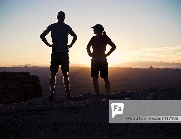 Sonnenuntergang  Silhouette  über  Wüste