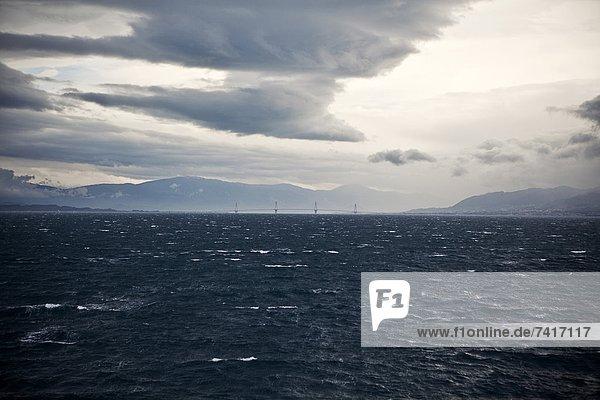 Wolke  Zweifel  über  Sturm  Brücke  Verbindung  Griechenland  Peloponnes