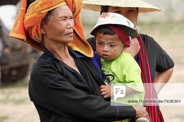Frau  Menschlicher Vater  Myanmar  Inle See  Markt  Shan Staat