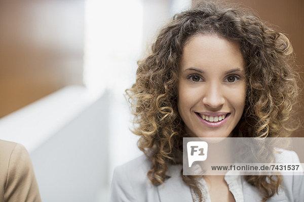 Nahaufnahme Porträt einer lächelnden Geschäftsfrau