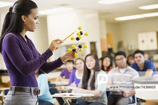 Chemie  Modell  erklären  Lehrer  Klassenzimmer