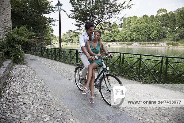 Zusammenhalt  Europäer  fahren  Fahrrad  Rad