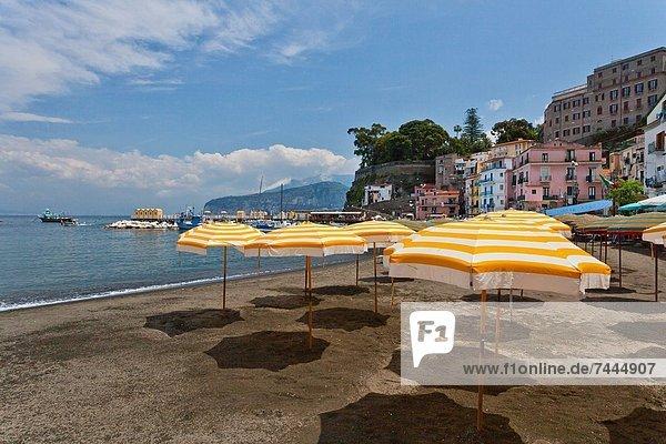 Strand  Regenschirm  Schirm  gelb  Sand  Sonnenschirm  Schirm  Kampanien  Italien  Sorrento