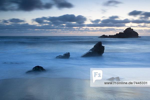 Sonnenuntergang am Pfeiffer Beach  Big Sur  Kalifornien  USA