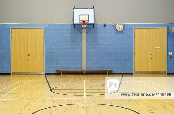 Gerichtsgebäude  Boden  Fußboden  Fußböden  Halle  Schule  Basketball  Badminton  Turnhalle  modern  Sport