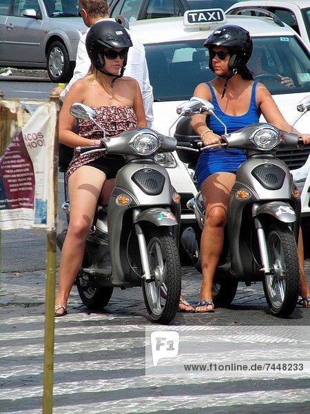 Rom Hauptstadt Europa Frau jung Kickboard Platz Latium Italien
