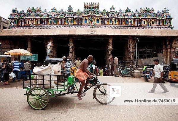 Tag  Straße  frontal  Besuch  Treffen  trifft  Größe  Hinduismus  Pilgerer
