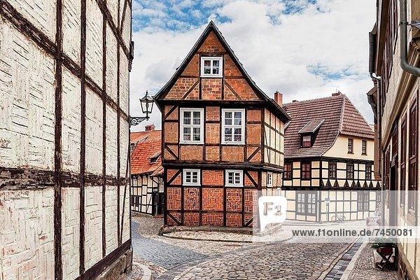 Europa  Gasse  unterhalb  Deutschland  Quedlinburg  Sachsen-Anhalt Europa ,Gasse ,unterhalb ,Deutschland ,Quedlinburg ,Sachsen-Anhalt