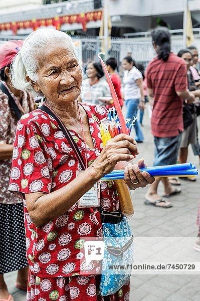 Mensch  Menschen  Gebet  frontal  Philippinen  Basilika  Cebu  Südostasien  Visayas