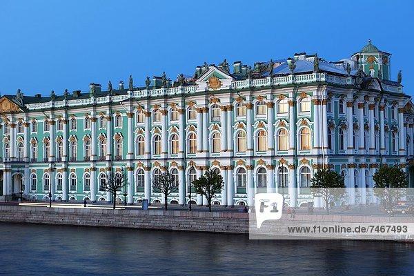 Europa  Winter  Abend  Beleuchtung  Licht  Palast  Schloß  Schlösser  UNESCO-Welterbe  Russland